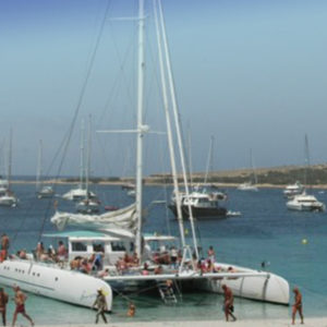 104-guests-venue-boat-hire-ibiza