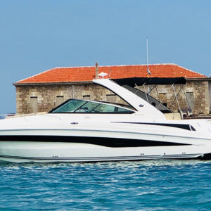 rent-motorboat-sea-ray-370-venture